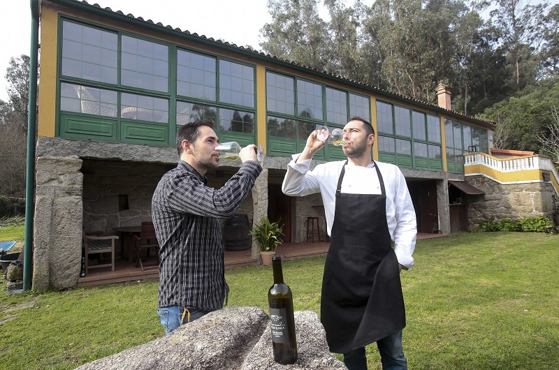 Casa de Comidas Urcela con Rodrigo, el cocinero, y Javier, su ayudante